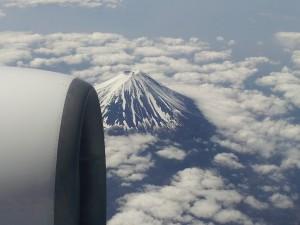 嘉麻市てしま歯科クリニック院長コラム 2015.4.25 飛行機の中から見えた富士山